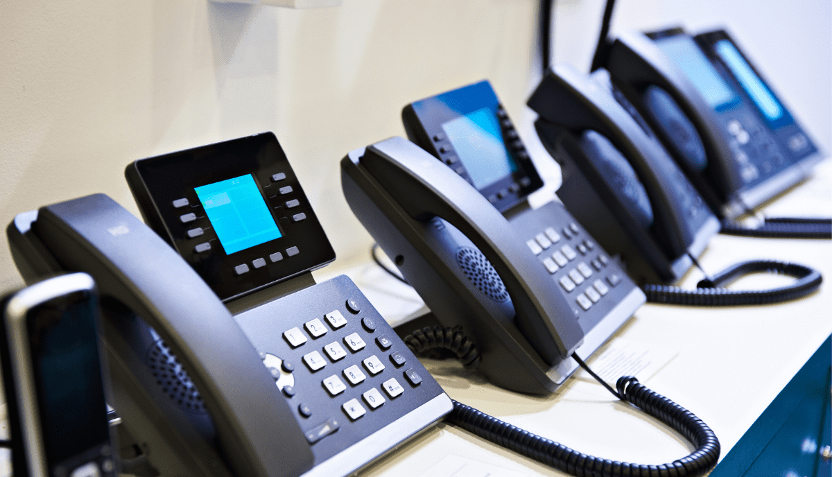 Why VoIP is Right for SMB's [And How to Upgrade Your Legacy Phone System]  (1)